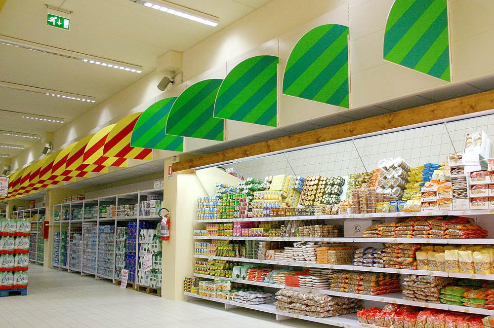 Scaffali per negozi e arredo per aree comerciali linea for Scaffali arredo