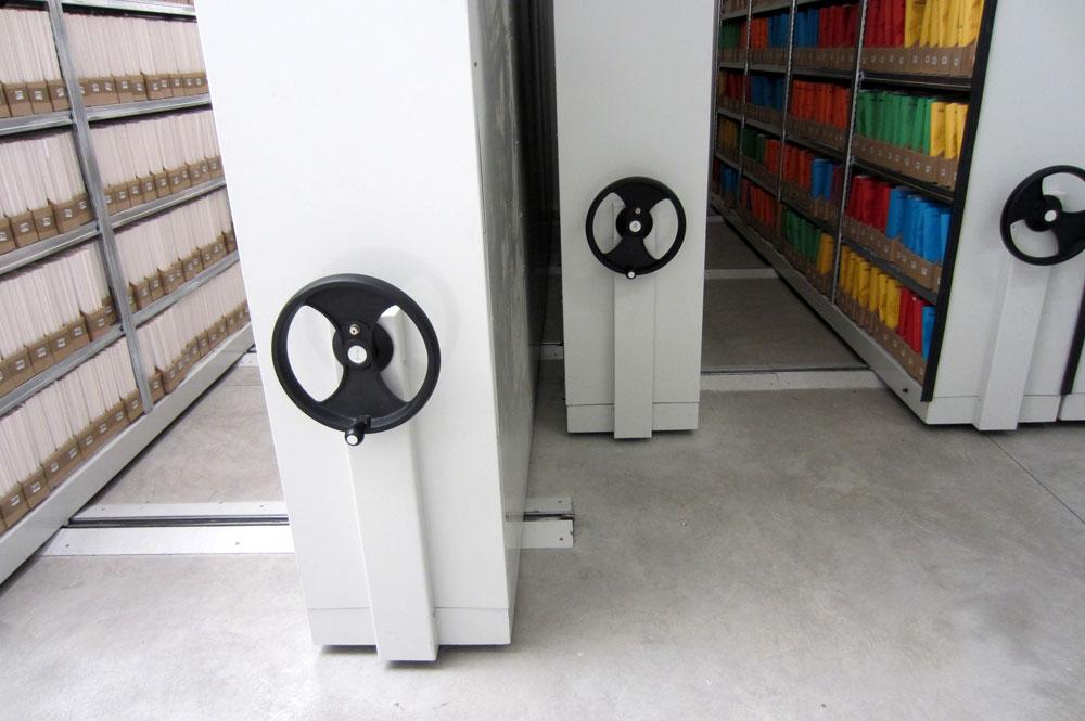 Compattabile per scaffali scaffalature magazzini for Magazzini mobili